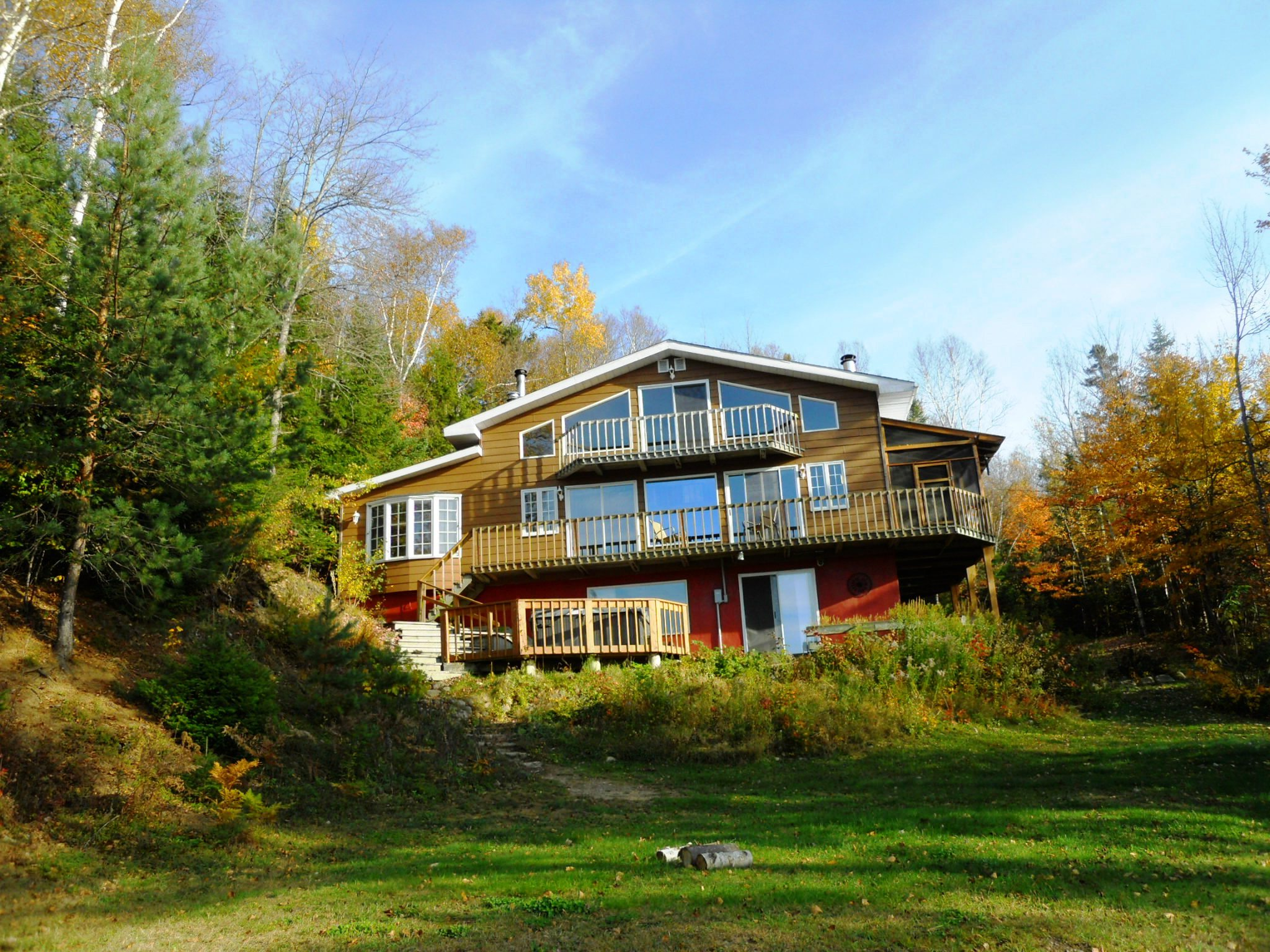 Chalet ghislaine mont tremblant cottage for rent for Waterfront cottage